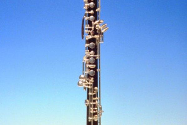 El oboe es un instrumento de doble lengüeta de la familia de viento-madera.