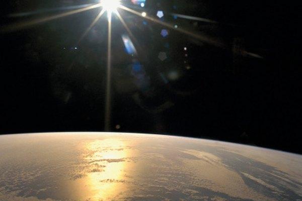 El Sol es una estrella formada de gases que incluyen el hidrógeno y el helio.