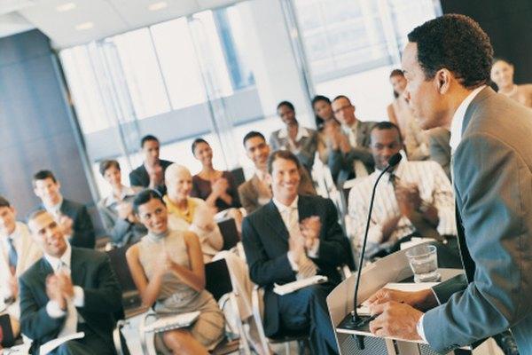 Los seminarios de negocios suelen presentar discursos inspiradores.