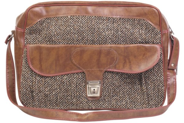Debido a su durabilidad, se usa el tejido de sarga generalmente para hacer bolsos de mano y maletines durables.