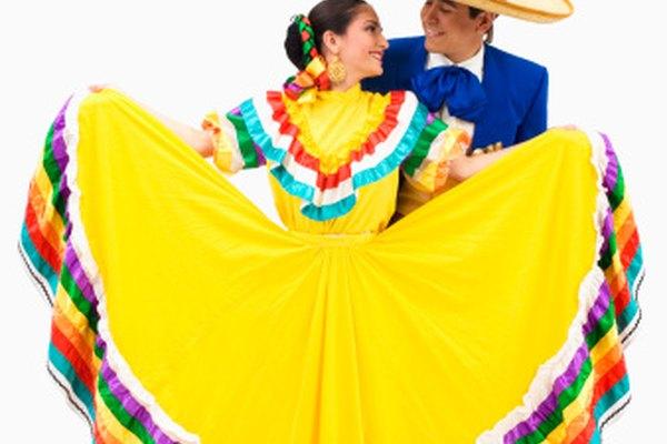Las polleras folclóricas, mexicanas, tradicionalmente usan colores brillantes.