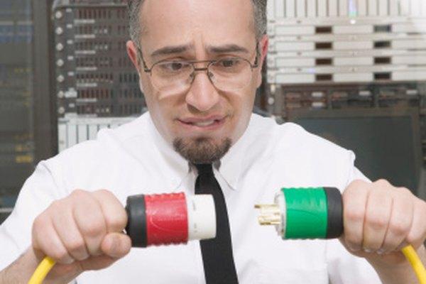 La potencia se refiere a la tensión y la frecuencia a través de la impedancia.