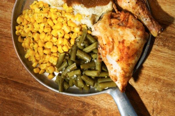 La comida de verdad, que los actores pueden consumir en el escenario, se considera un accesorio práctico en escena.