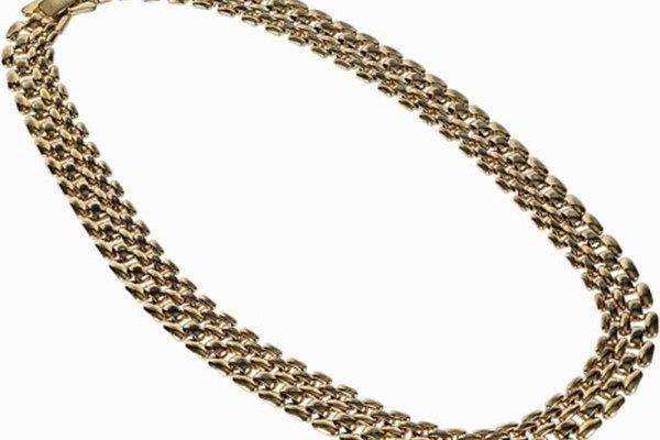 Recoge los pedazos de chatarra de joyas que nunca volviste a utilizar.