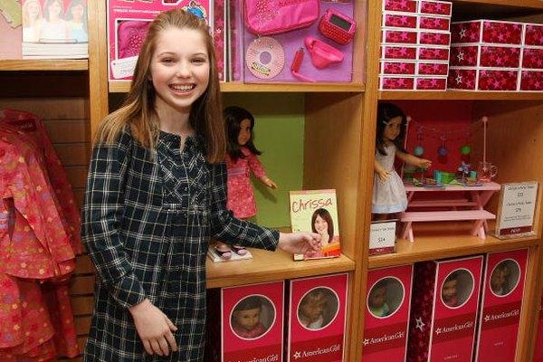 La actriz Sammi Hanratty promociona la muñeca American Girl en un evento de 2009, en Nueva York.