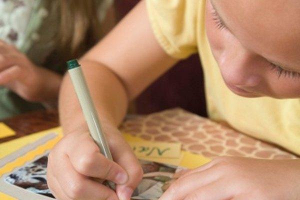 El papel acetato se utiliza para hacer resaltados en tarjetas y álbumes de recortes.