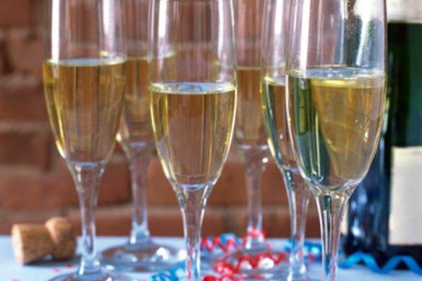 El champagne se disfruta frío y fresco de la botella cuando las burbujas están más activas.