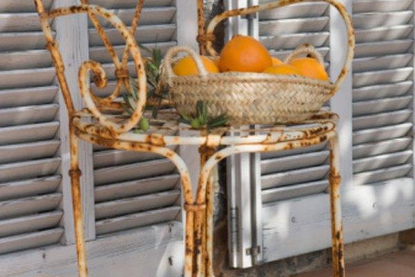 La corrosión en el metal es perjudicial ya que la herrumbre se desprende fácilmente.
