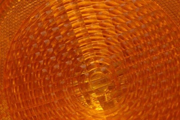 Debido a su acristalamiento resistente y seguro, el vidrio templado se utiliza ampliamente en las industrias de manufactura, edificios y vehículos motorizados.