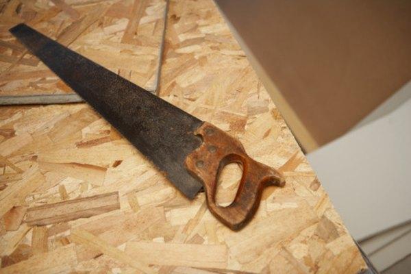La madera contrachapada no es de lo más atractivo, lo cual hace que pintarla sea una buena idea.