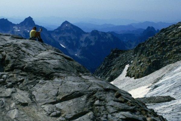 La actividad volcánica puede dar origen a montañas.