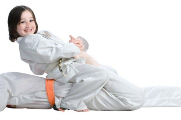 Los juegos que involucran técnicas de artes marciales pueden ser divertidos y entretenidos para los niños.