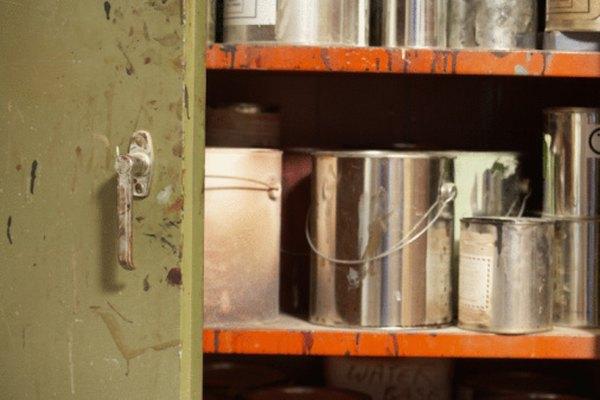 El diluyente de pintura remueve toda la pintura con base de aceite.