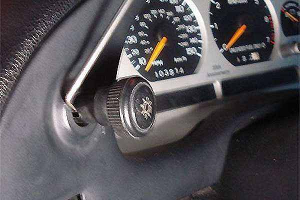How to Replace the Instrument Cluster on Vehicles | It Still