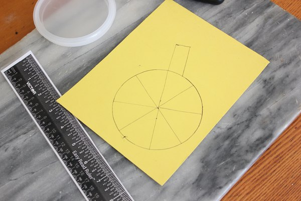 Crea un bloque de luz usando la cartulina.