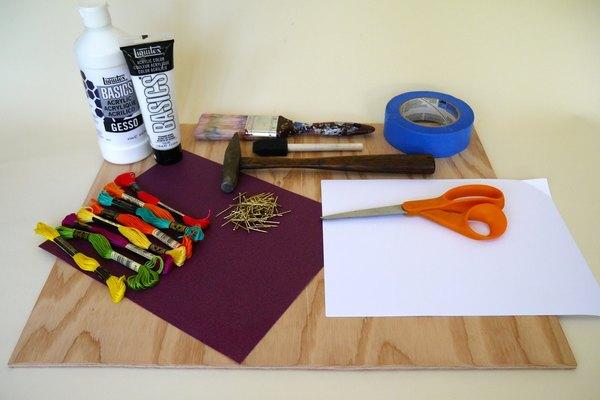 Junta todos los materiales que necesitarás para hacer un letrero de hilorama.