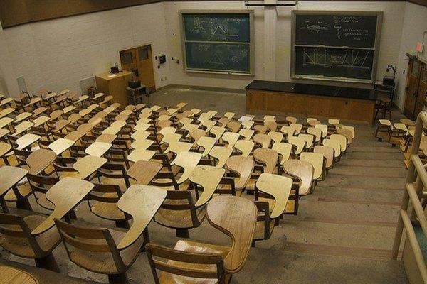 Imagen de un aula con todo