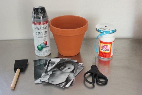 Materiales que necesitarás para hacer tu maceta de recuerdo fotográfico.