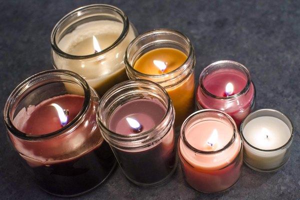 Las velas se consumirán de manera diferente según la forma, tamaño o material usado para la cera.