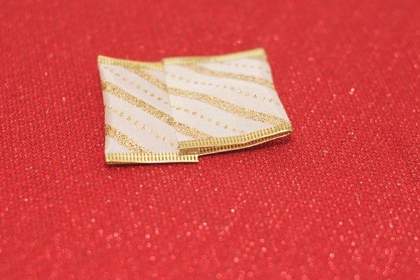 Repite el proceso con cintas de 10 pulgadas (25 cm).