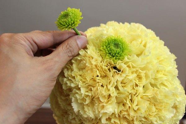 Haz lunares con los crisantemos.
