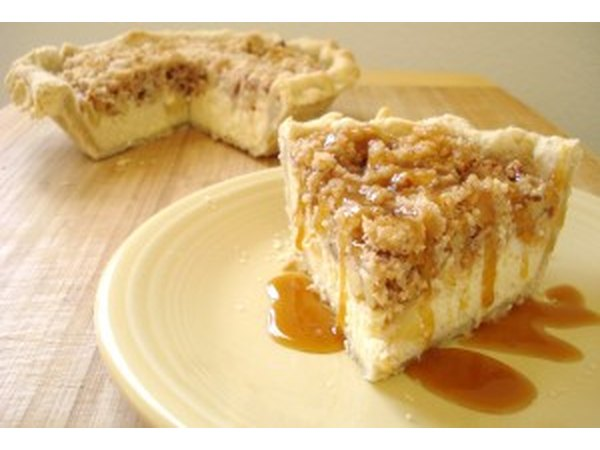 Apple Cheesecake Crumb Pie