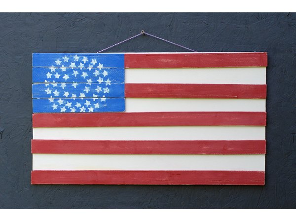 This rustic flag will look like a professional made it.