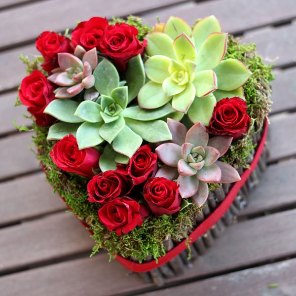 Arranged with love beautiful valentine 39 s day flowers for for Buying roses on valentines day