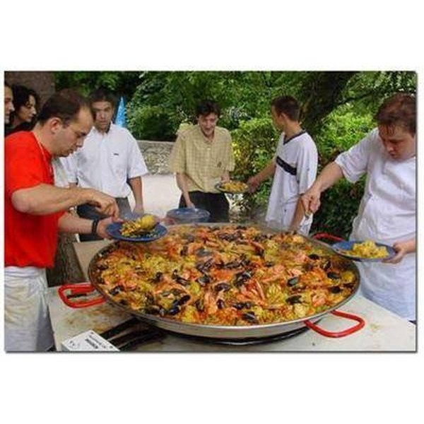 What is a Paella Pan?