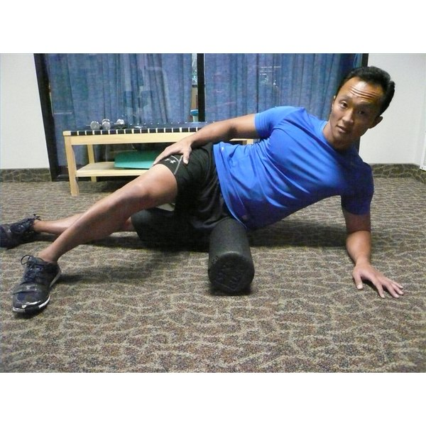 A certified personal trainer, such as Jimmy Shin of Shape-Up Fitness, can show you how to roll out the gluteus medius.