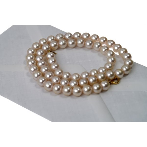 Many factors go into determining the price of pearls.