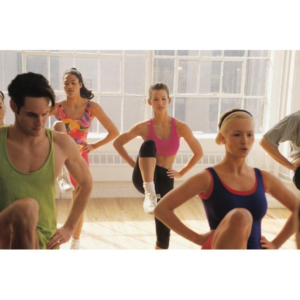 A group of people doing aerobics in a class.