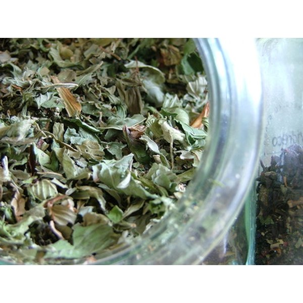 Green tea reduces the inflammation and redness associated with hives.