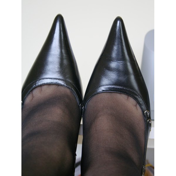 Narrow-fitting shoes can cause troubles in the feet.