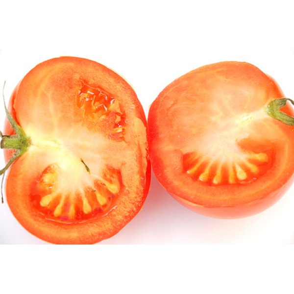 Tomatoes contain acids that gently exfoliate and unplug pores.
