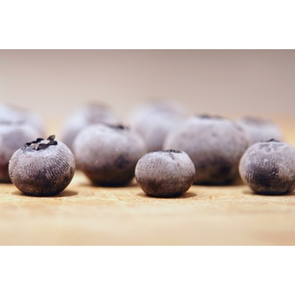 Blueberries contain the powerful antioxidant vitamin C, helpful in eliminating pimples.