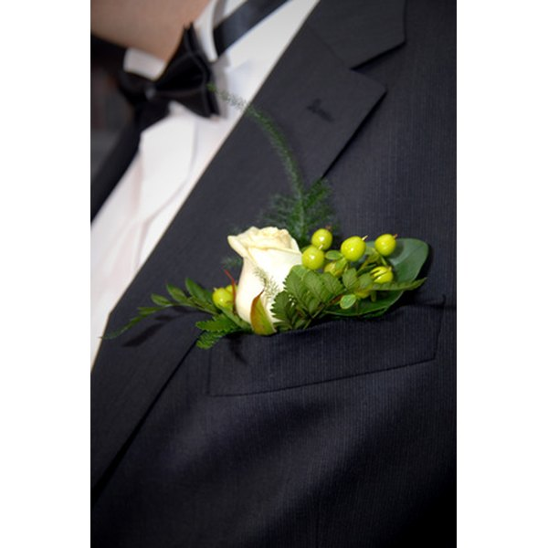 Wear a boutonniere according to the wedding color motif.