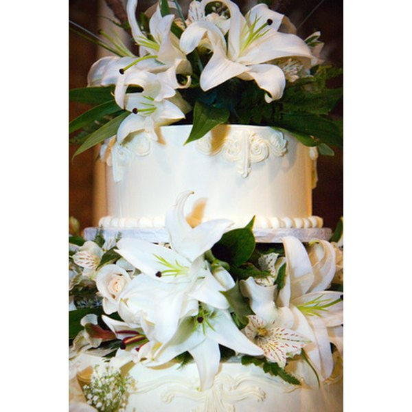 How To Decorate A Wedding Cake With Fresh Flowers Our Everyday Life