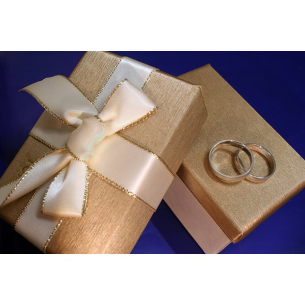 Appropriate Amount To Spend On A Wedding Gift: Etiquette For Wrapping A Wedding Gift