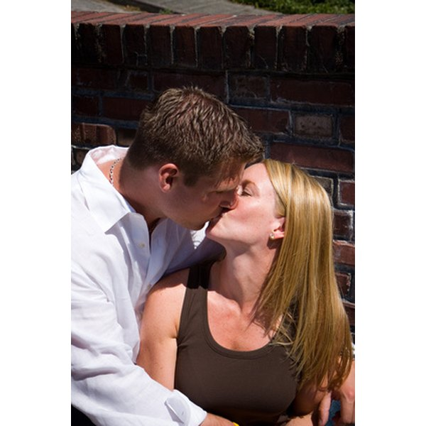 How To Tell If A Woman Wants To Kiss You  Synonym-9460