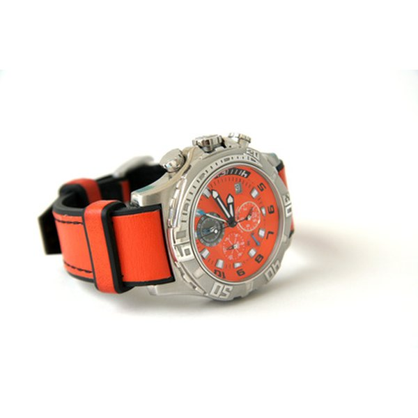 Watch with diving bezel
