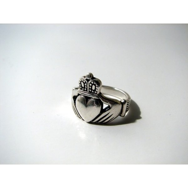 a claddagh ring is the traditional irish wedding ring - Irish Wedding Ring