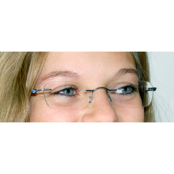How to Repair a Scratch on Eyeglass Lenses With AntiReflective
