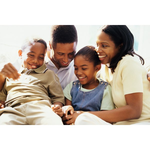 Record and monitor your expenses to implement a family budget.