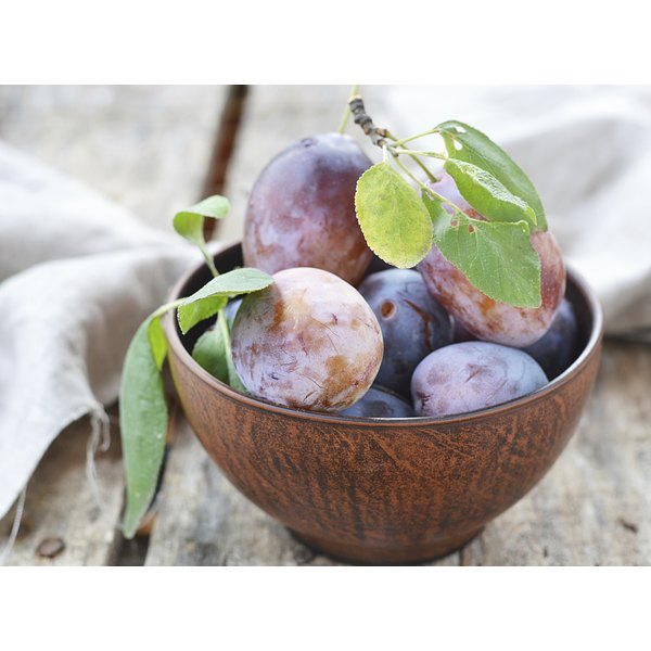 A bowl of fresh plums.