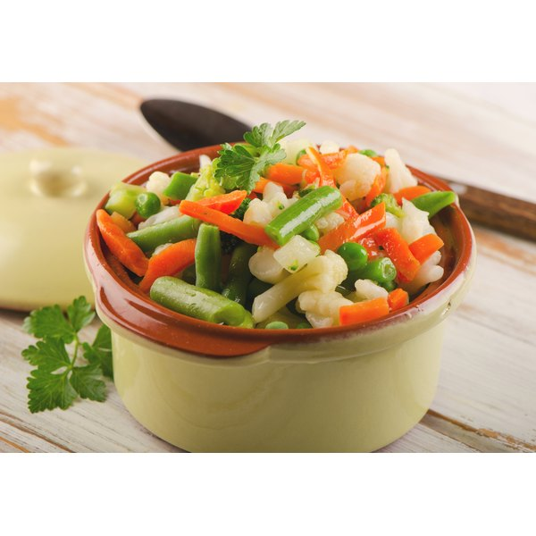Steaming vegetables can retain more nutrients.