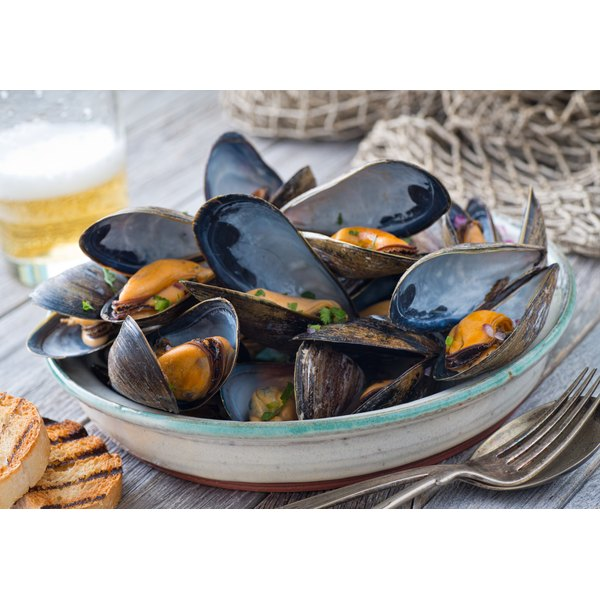 A large bowl of fresh steamed mussels.