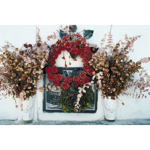 Types Of Flower Arrangement Shapes: How To Make Graveside Wreaths