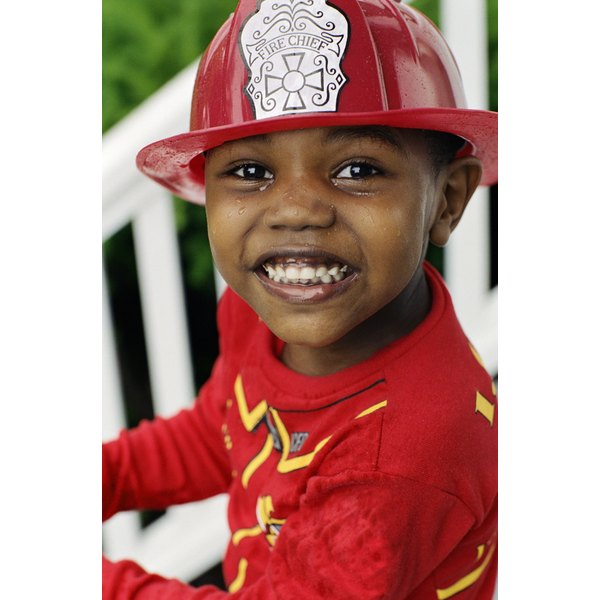How to Make a Fireman's Hat for Toddlers | Synonym