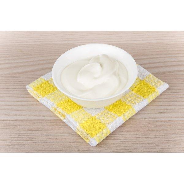 A bowl of vanilla yogurt.